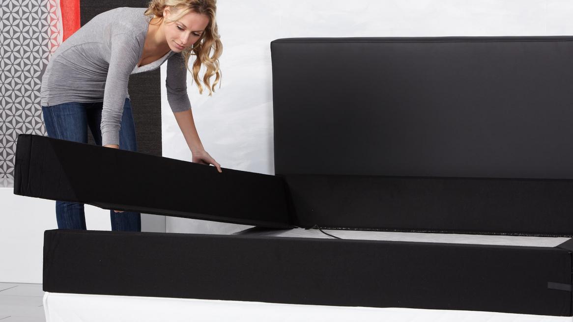 Wasserbett Basic Schaumstoffrand an der Bodenplatte anbringen