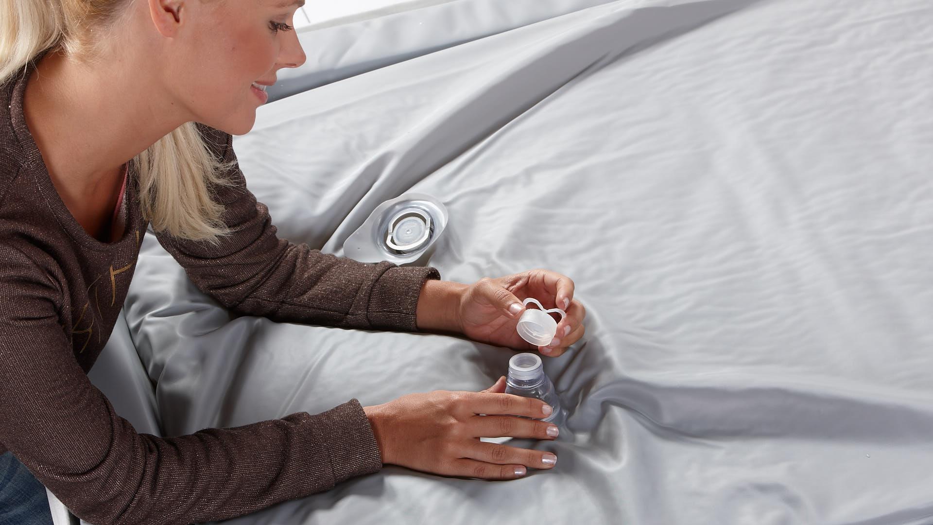 Wasserbett Einbau Verschlussdeckel aufsetzen